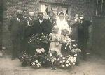 Groot feest op de trouwdag van Marie en Peet bij de familie Pijs in Heerle.